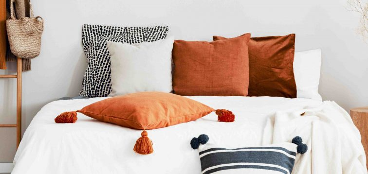 5 Holiday Throw Pillow Ideas for Your Home