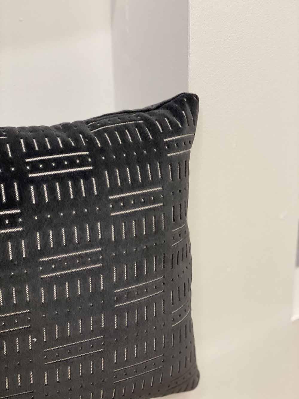 black-rectangle-pillows-02