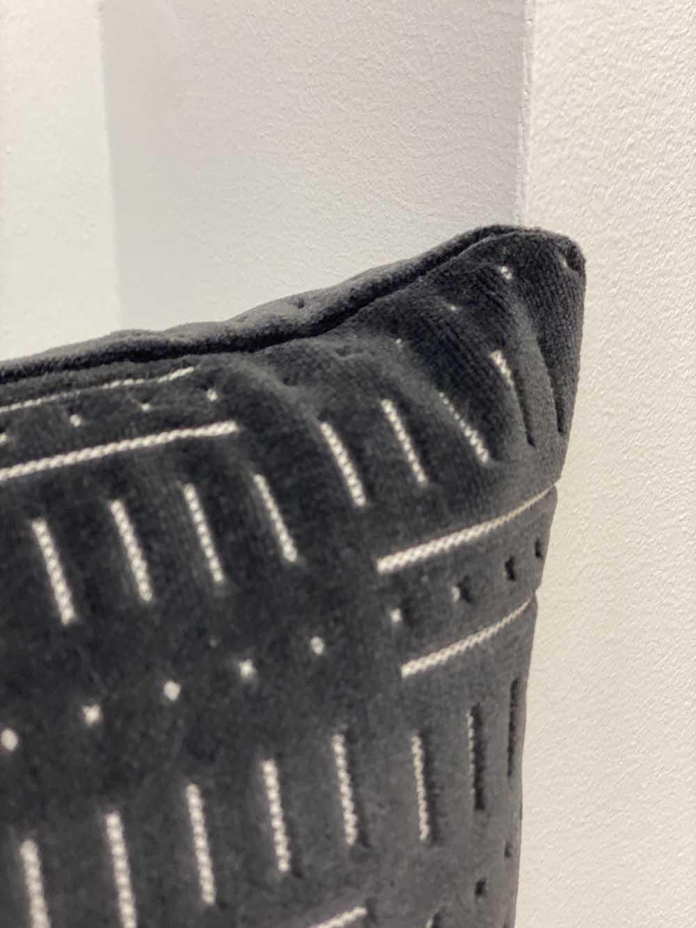 black-rectangle-pillows-03
